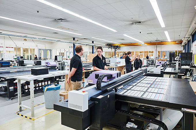Unser Digitaldruckmaschinen drucken nach Pantone Farben.